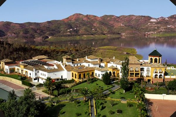 BOUTIQUE HOTEL OVERLOOKING SPANISH LAKE AND MOUNTAINS 1